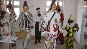 Verschiedene Figuren im Narrenmuseum Schömberg