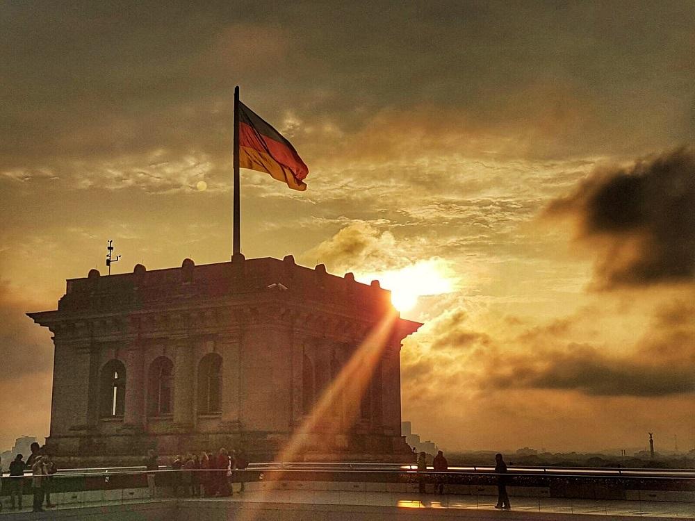Sonnenuntergang am Reichstagsgebäude
